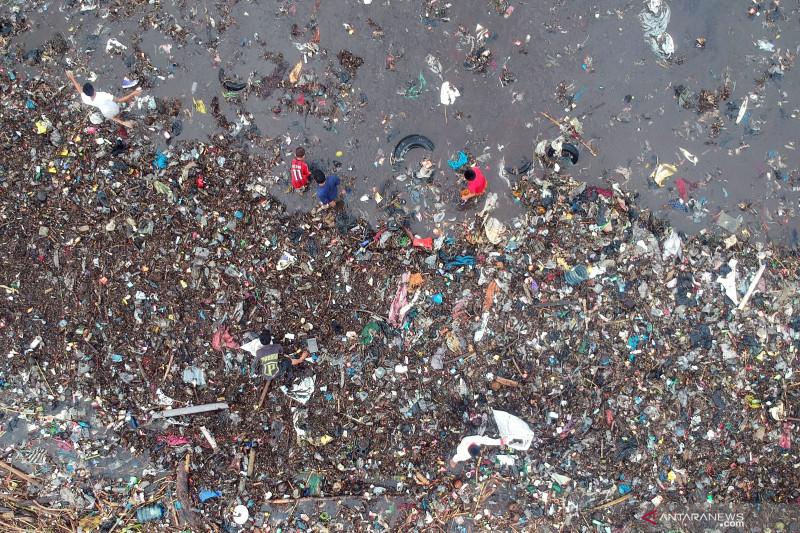 Sampah cemari pantai Padang