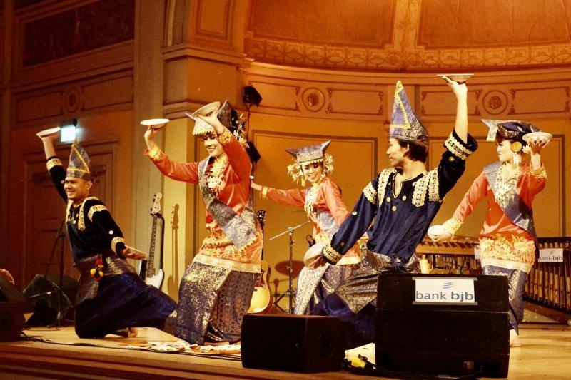 Kesenian Minang tampil pada acara malam budaya di Norwegia