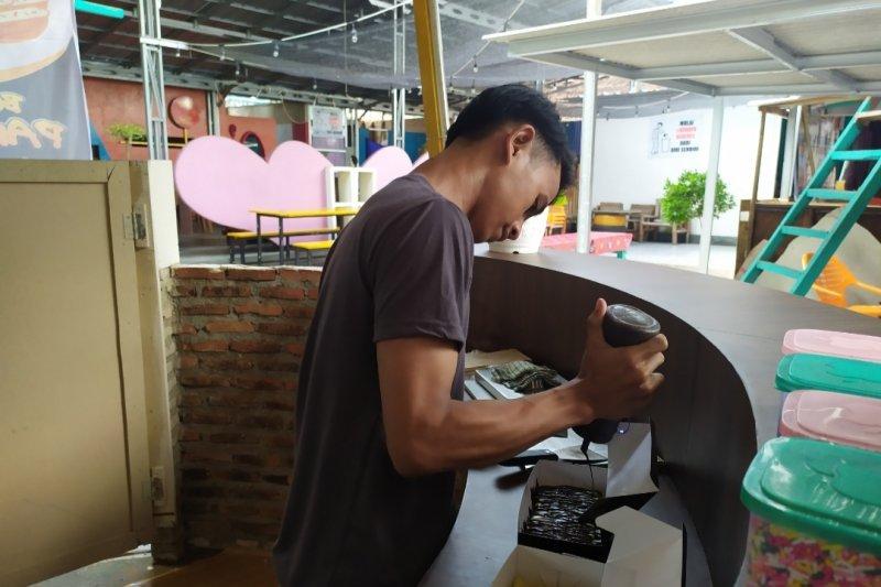 Kue pancong aneka topping pilihan jajanan kekinian masyarakat Lampung
