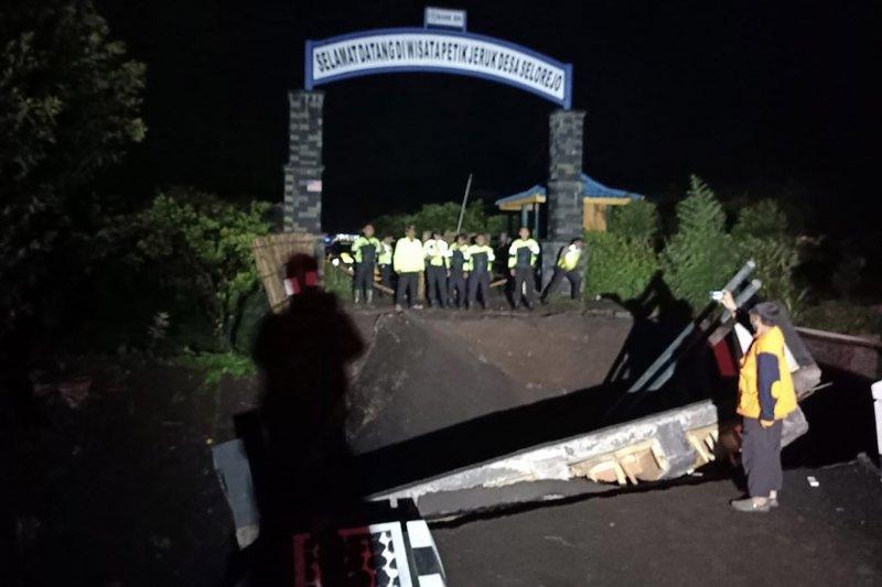 Banjir lumpur runtuhkan jembatan antardesa di Kabupaten Malang