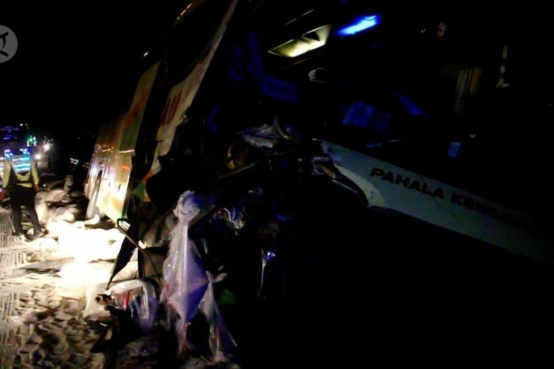 Bus tabrak truk dua tewas di Jalan Tol Cipali
