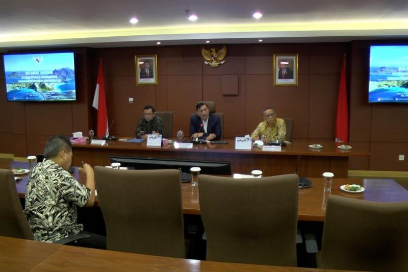 Luhut B Panjaitan: Perkuat perairan Indonesia dengan kapal perang