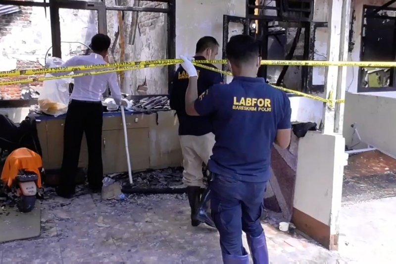 Petugas selidiki penyebab kebakaran asrama polisi Balikpapan