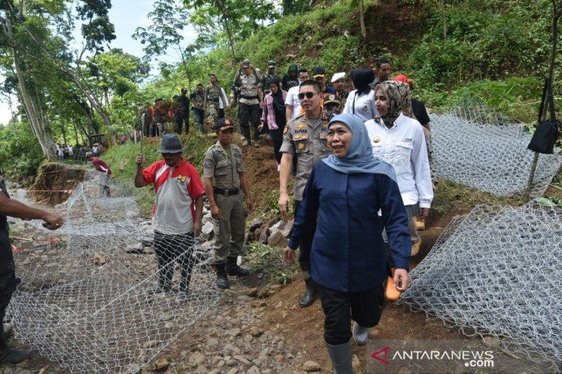 Gubernur Jatim pantau terputusnya akses jalan akibat banjir bandang