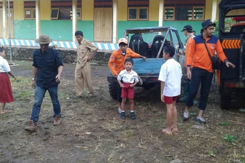 BPBD Jember antar jemput siswa korban banjir bandang ke sekolah