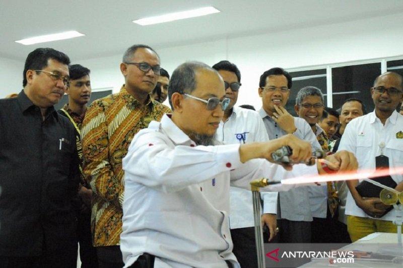 Chevron hibahkan peralatan laboratorium ke Universitas Riau
