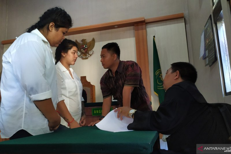 Dua warga Thailand dituntut 19 tahun penjara bawa shabu-shabu ke Bali