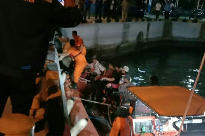 Kapal Feri Bakauheni KMP Salvatore mati mesin, penumpang dievakuasi