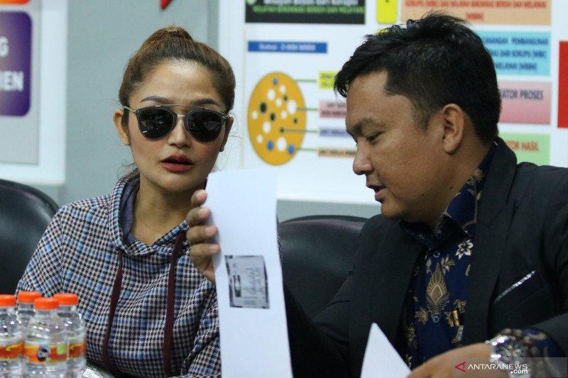 Penyanyi Siti Badriah diperiksa polisi pada kasus investasi ilegal MeMiles