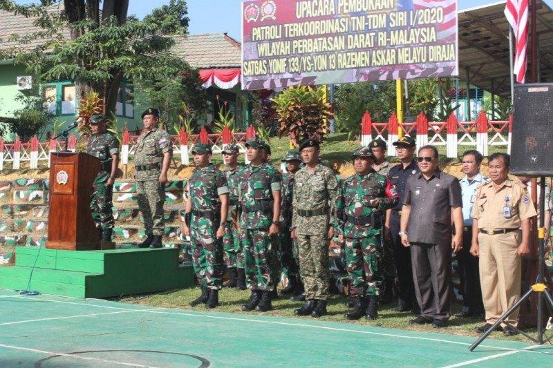 Tentara Indonesia-Malaysia patroli bersama di batas negara