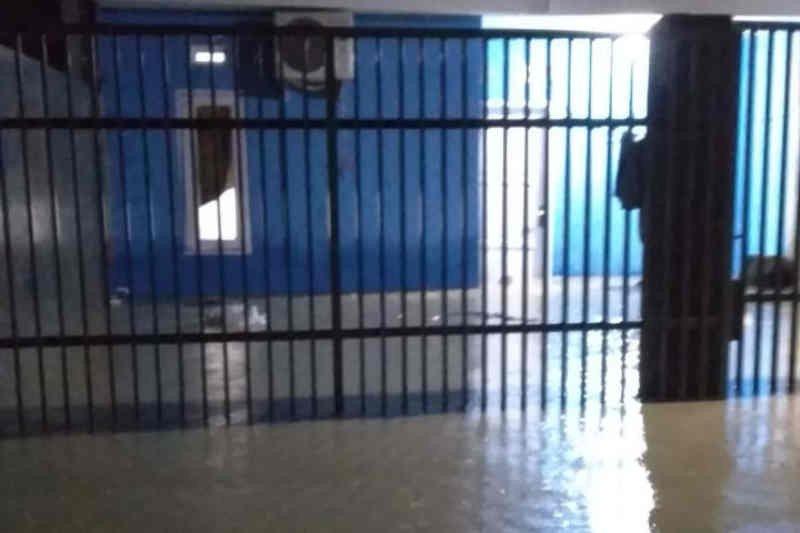 Sejumlah titik di Cirebon terendam banjir akibat hujan lebat
