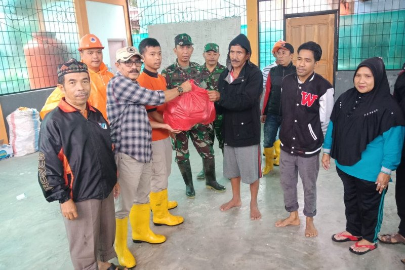 Banjir di tiga kelurahan, BPBD Kota Solok kirimkan bantuan logistik