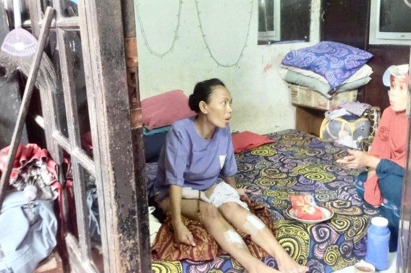 Indekos berlantai tiga roboh lukai seorang ibu