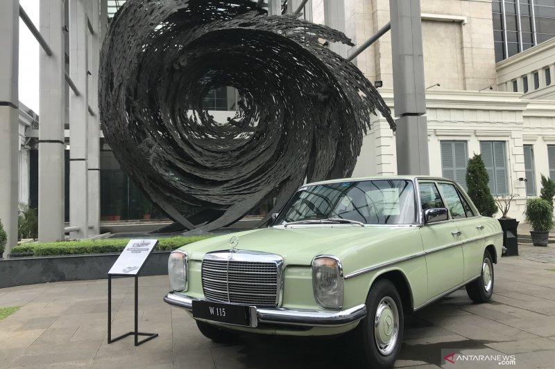 Sedan klasik Mercedes-Benz rakitan Indonesia dipamerkan di Museum Nasional