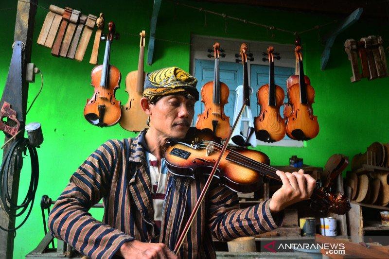 Kerajinan alat musik biola