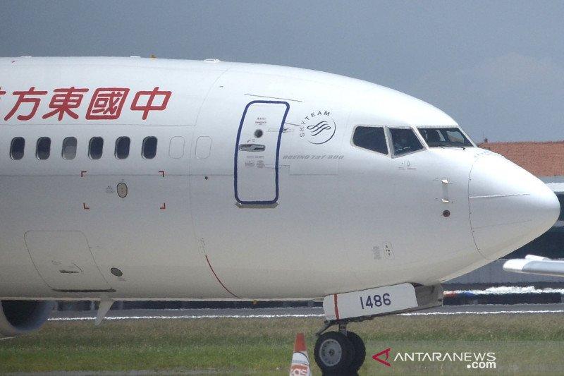 """Otoritas penerbangan China terapkan """"reward-punishment"""" soal COVID-19"""