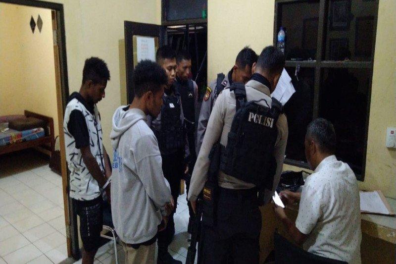 Dit Samapta Polda Papua amankan dua pengguna ganja di Tanah Hitam Jayapura