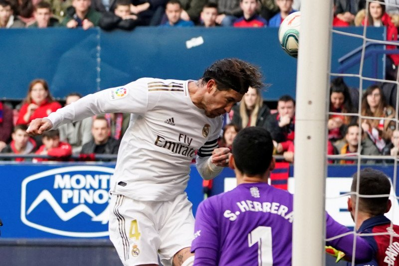 Madrid menjauh dari Barcelona usai babat Osasuna 4-1