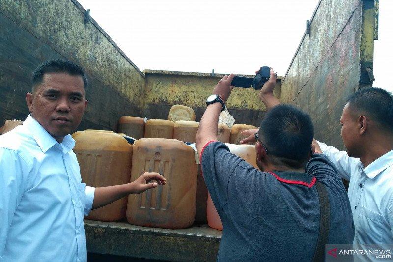 Polres Solok Selatan amankan 100 jeriken premium yang akan dikirim ke Kerinci Jambi