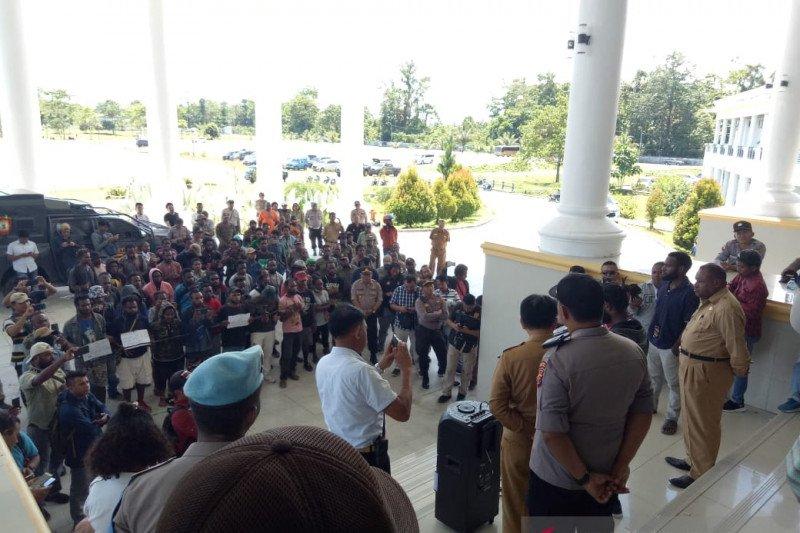 Mahasiswa Mimika yang eksodus minta dikembalikan ke kota tempat studi