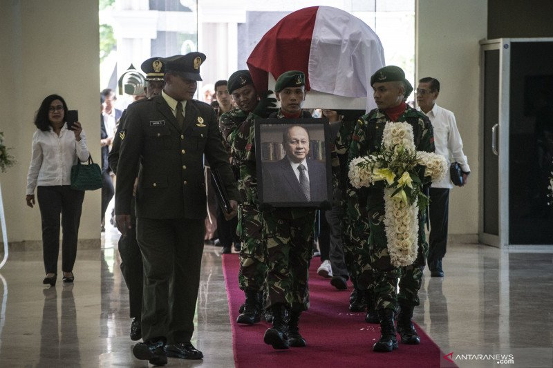 Serah terima jenazah JB Sumarlin kepada pemerintah