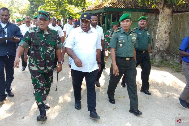 Wakil Menteri PUPR tinjau kondisi perumahan TNI AD di Sorong
