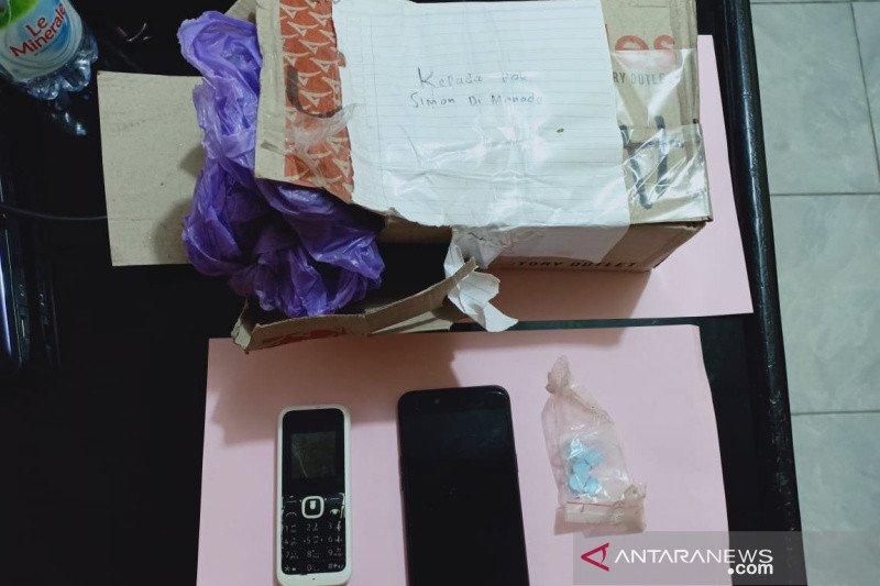 Polisi amankan lelaki yang diduga nekat kirim pil ekstasi di Palu