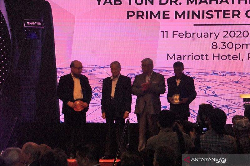 Novel Baswedan dapat penghargaan dari Malaysia, diserahkan langsung Mahathir Mohammad
