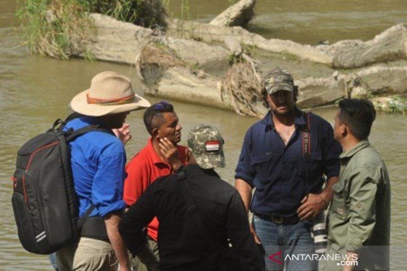 Warga Australia bantu penyelamatan buaya ban