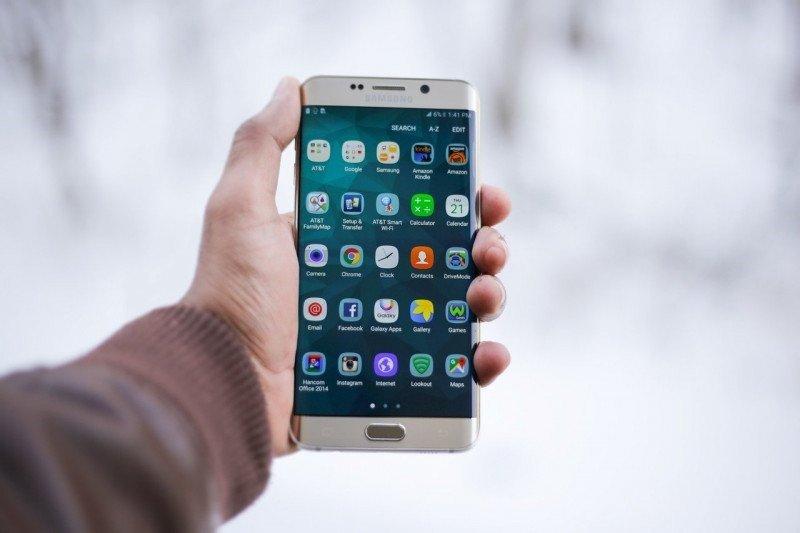Akibat wabah virus corona, produksi ponsel diprediksi turun ke level terendah