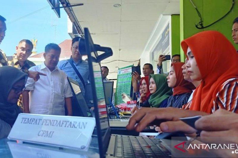 Ibu-ibu di Lombok mendaftar jadi TKW ke Arab Saudi