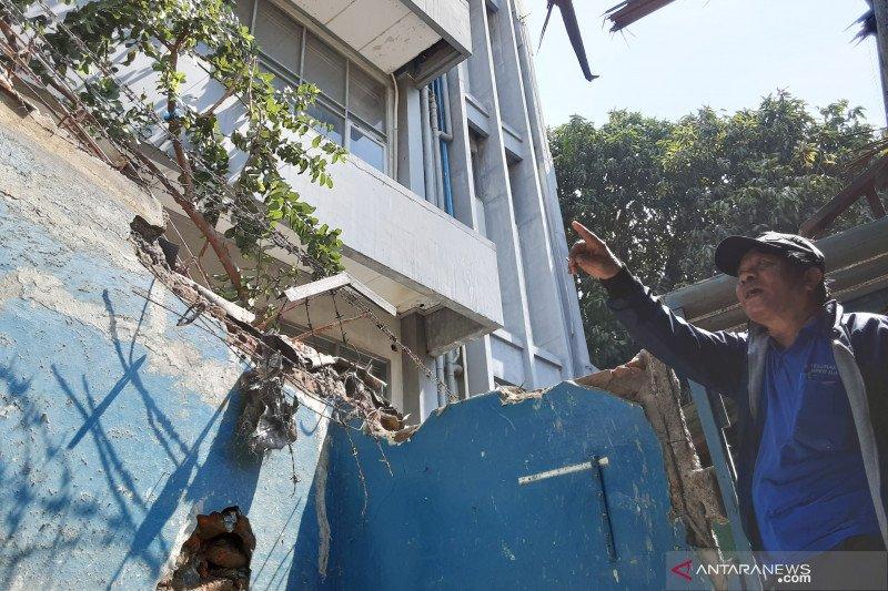 15 warga terdampak ambruknya kanopi beton PPKD