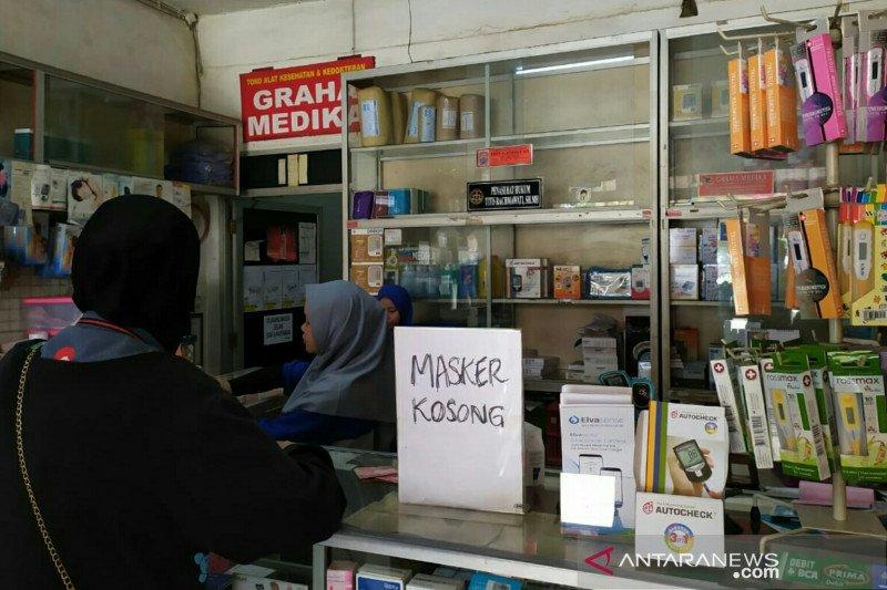 Apotek di Palembang batasi  penjualan masker