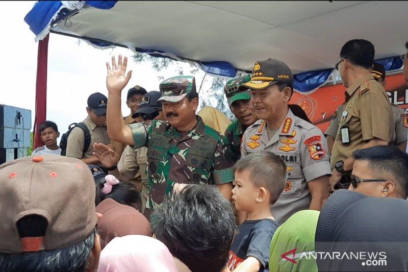 Panglima TNI dan Kapolri sambangi warga Penagi