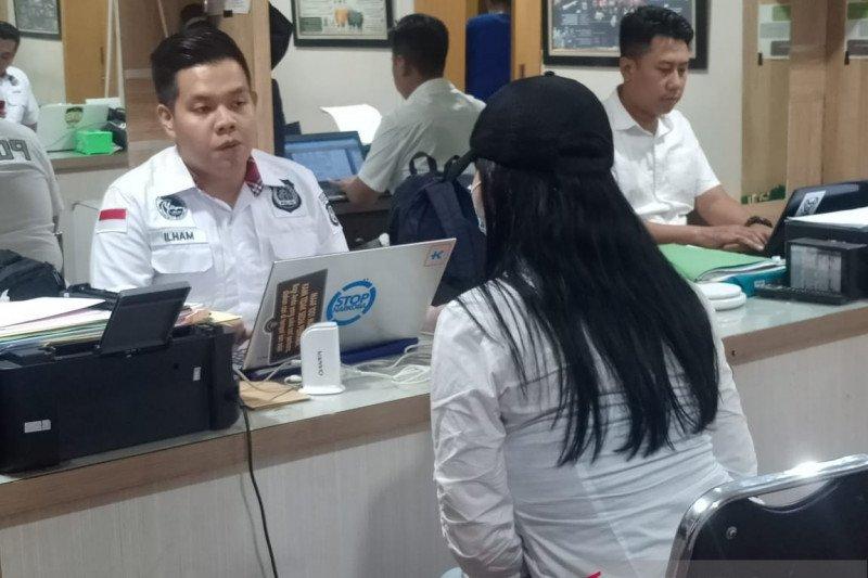 Polisi membebaskan tiga rekan Lucinta Luna, termasuk kekasihnya