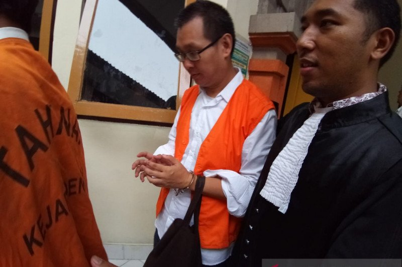 Warga negara China diadili bawa tiga kg
