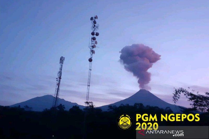 Gunung Merapi alami erupsi, tinggi kolom 2.000 meter dari puncak