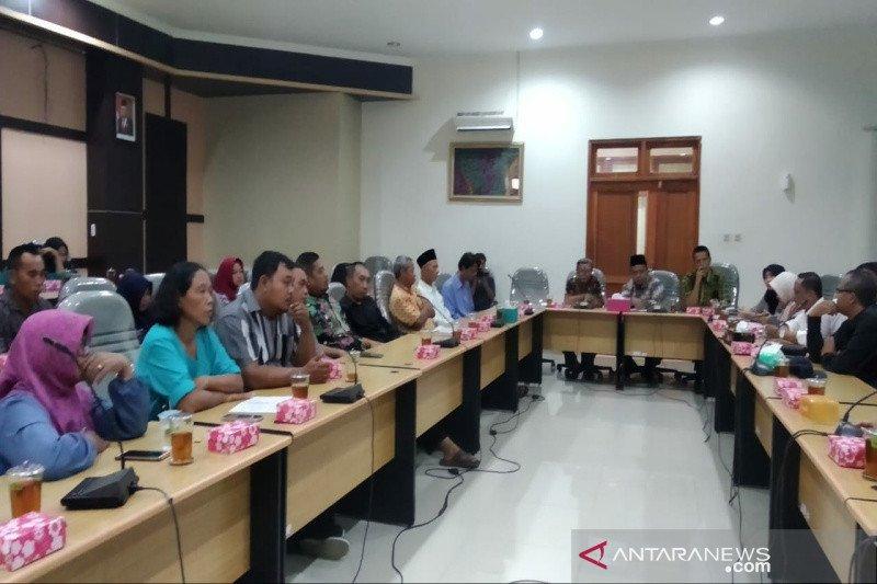 Pemkab Kulon Progo menolak pembebasan Retribusi Pasar Burung Pengasih