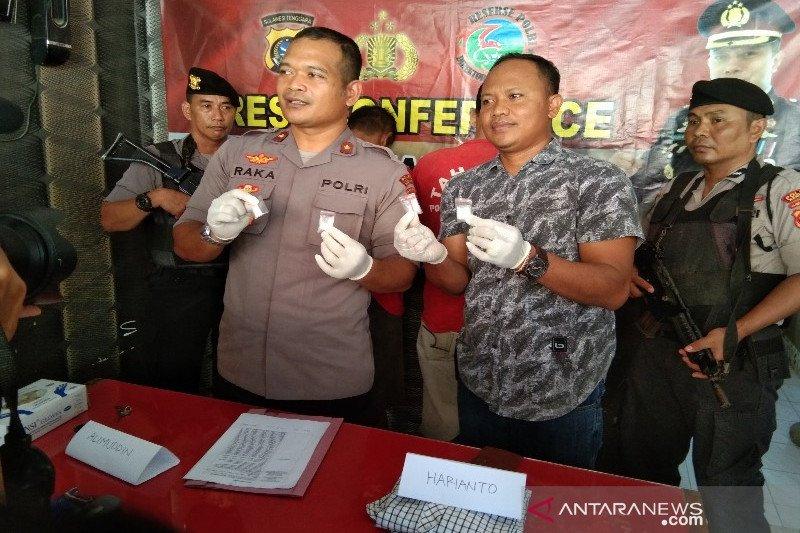Polres Kendari menangkap dua pengedar narkotika jenis sabu-sabu