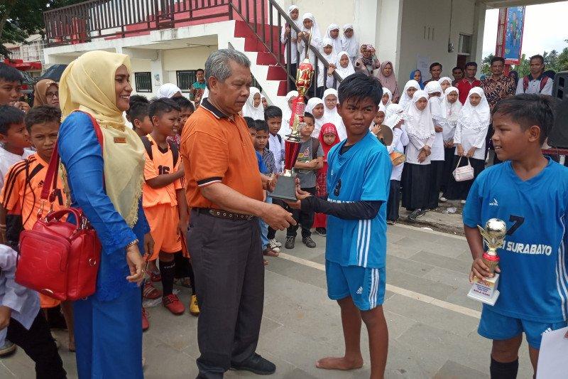SDN 21 Surabayo Agam juara Liga Sepakbola antarsiswa SD se-Lubukbasung