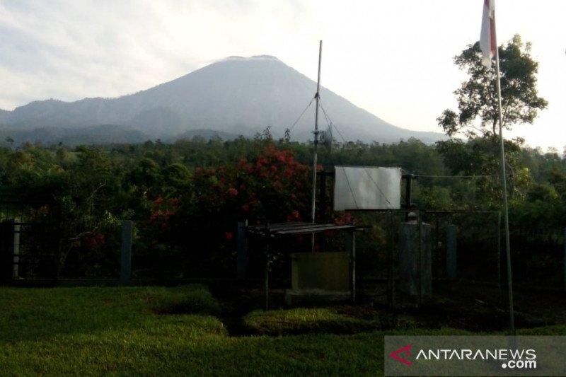 Gunung Semeru meletus