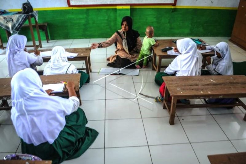 Gaji Kecil Guru Madrasah