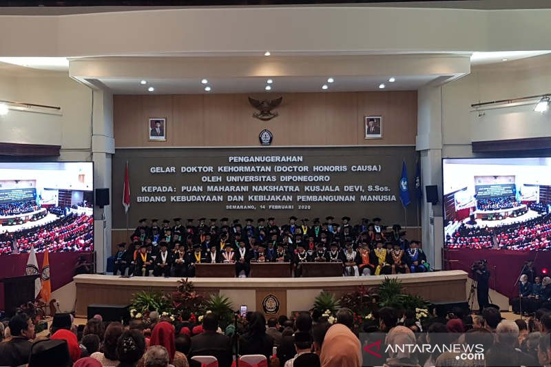 Puan Maharani mendapat gelar doktor honoris causa dari Universitas Diponegoro