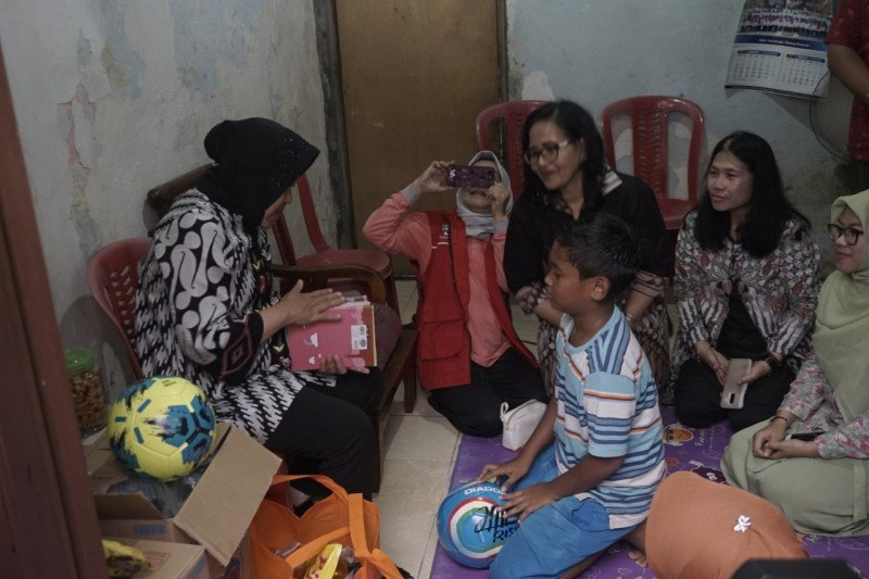 Keluarga korban bunuh diri disemangati Wali Kota Surabaya agar bangkit