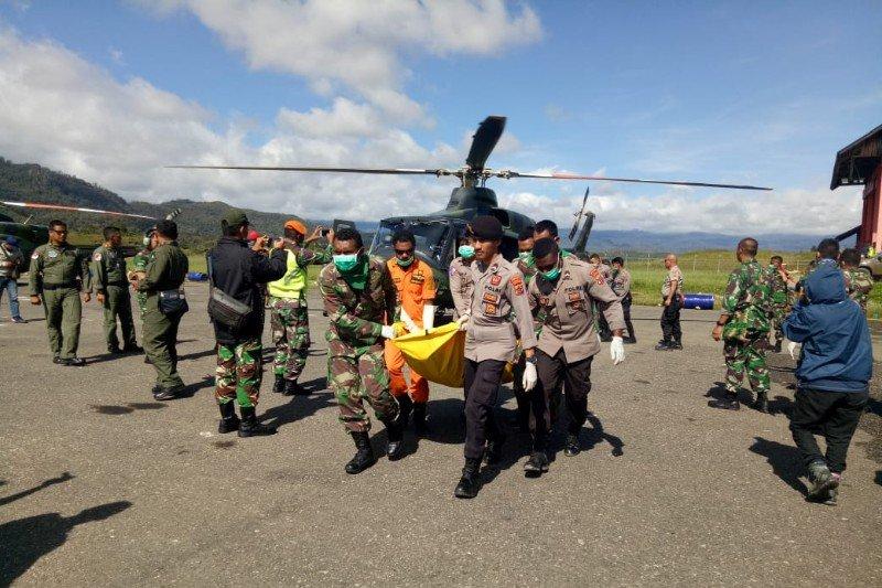 12 Jenazah penumpang dan awak helikopter Mi-17 telah dievakuasi ke Oksibil