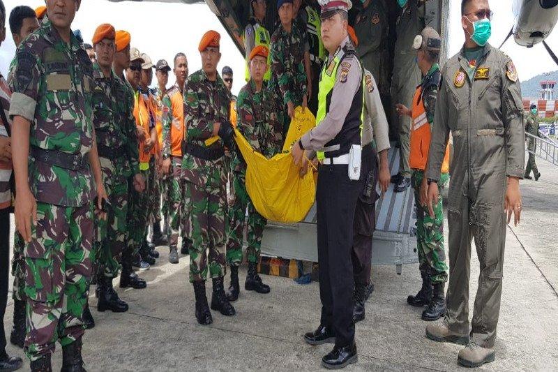 Pangdam Cenderawasih dan Kapolda Papua pantau evakuasi korban heli Mi-17