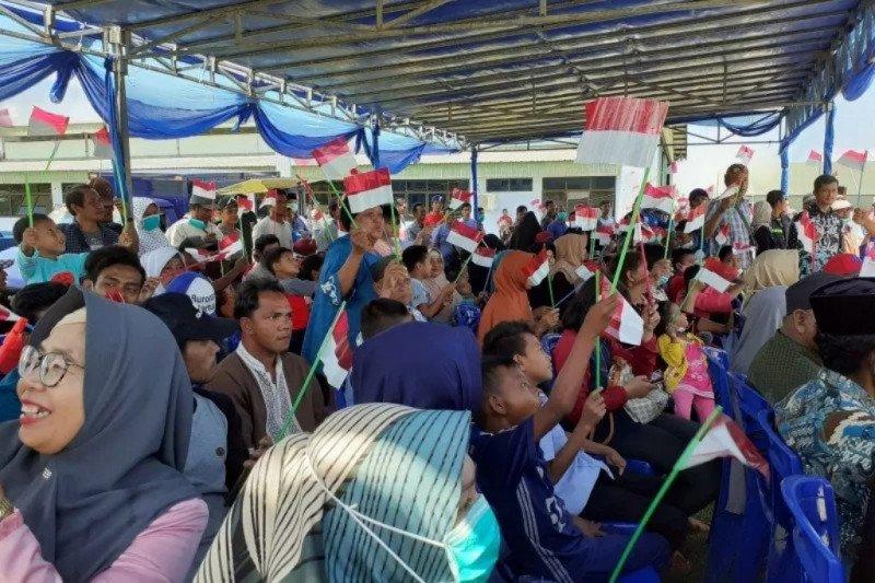 Ratusan warga Natuna lepas WNI dari Wuhan
