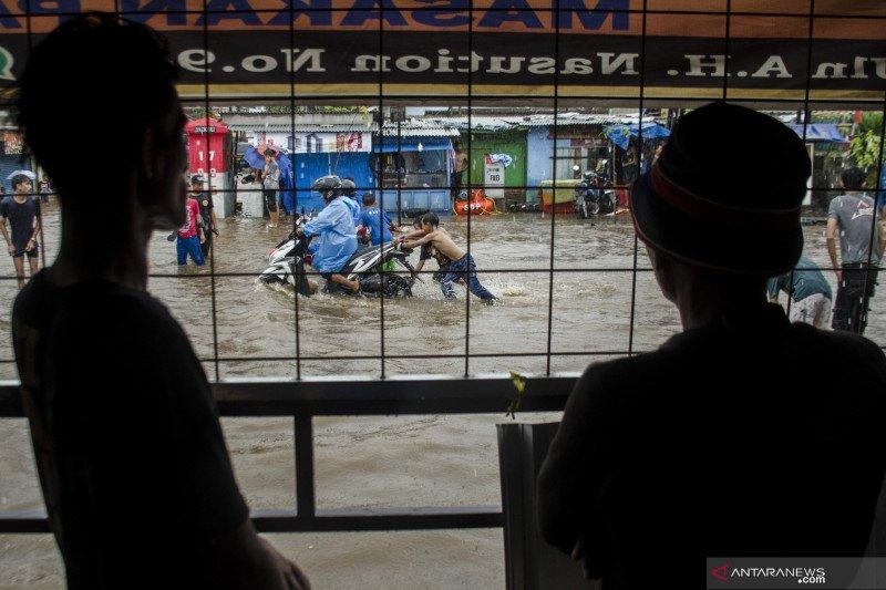 Hujan deras akibatkan genangan air di Cikadut Bandung