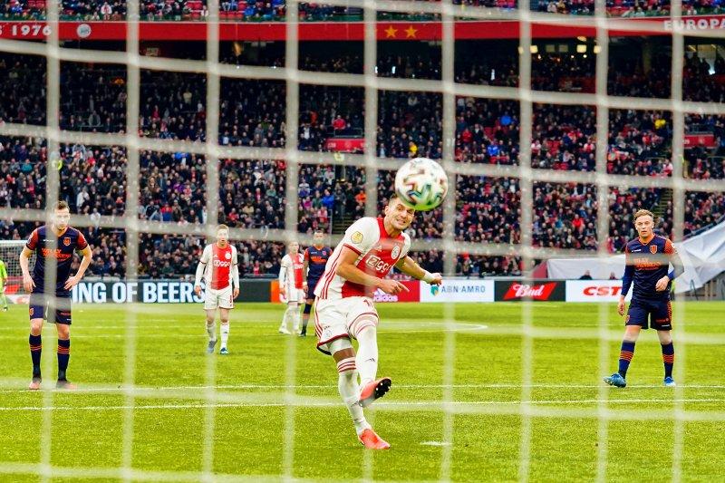 Ajax lumat tim juru kunci Waalwijk 3-0 di Liga Belanda