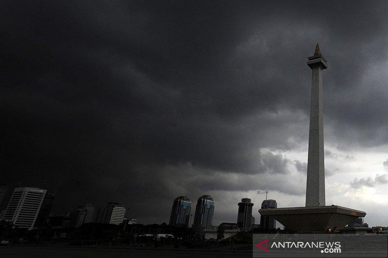 Jakarta diharap waspadai banjir akibat hujan sepanjang Jumat dinihari